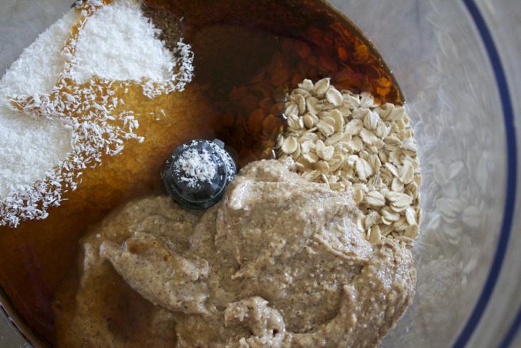 Gluten-Free Almond, Oat, Goji snacks
